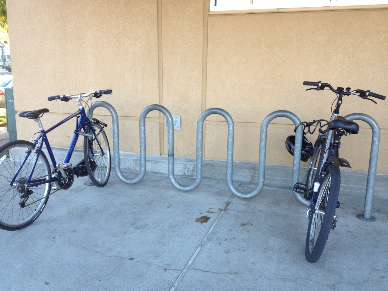 'wave' style bicycle rack