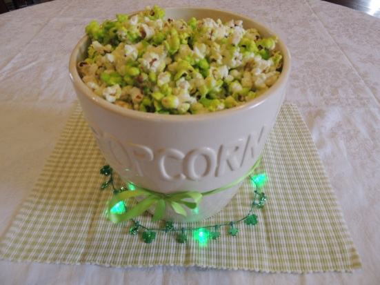 Ridiculously #Easy St. Patrick's Day Green Popcorn for #EasyWayApartments