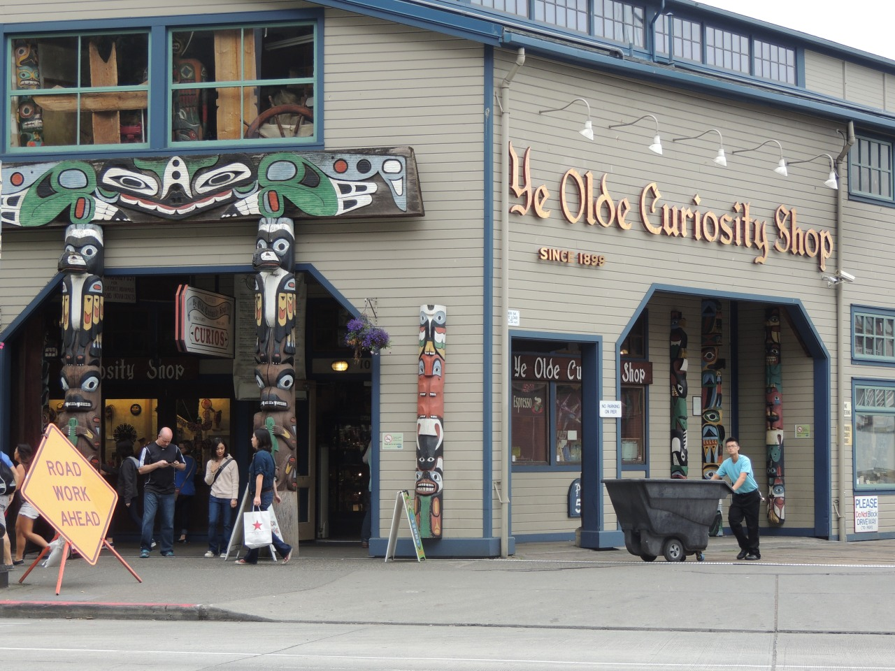 Out and About| Seattle Waterfront and Pike Place Market #curiosity