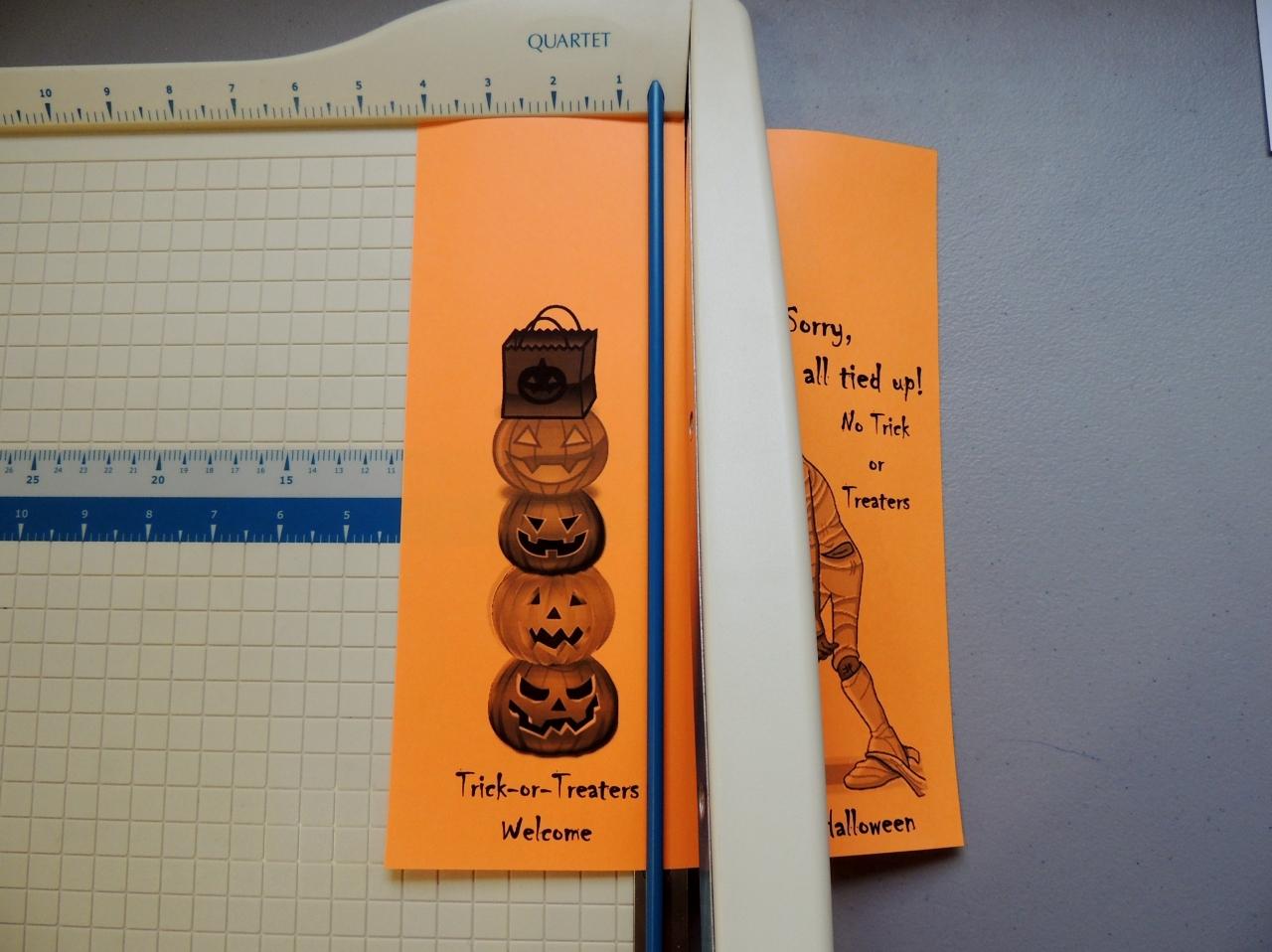 Decorating Ideas > FREE Printable Halloween Door Hanger For Your Apartment  ~ 114701_Halloween Door Hangers Printable